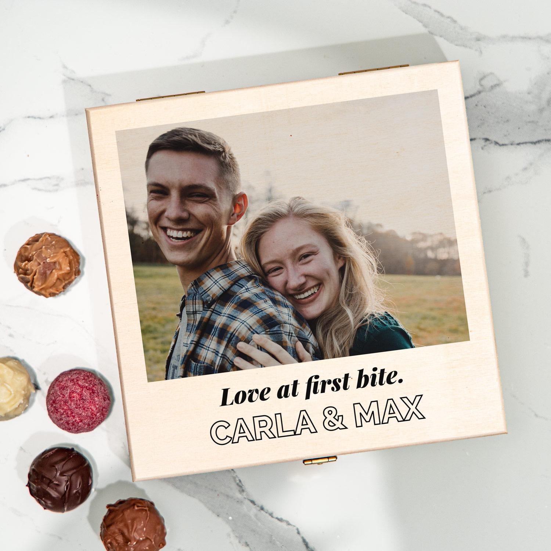 regali per l'anniversario di matrimonio scatola di praline con foto e testo