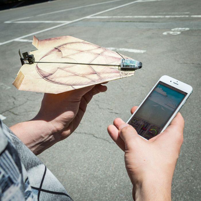 PowerUp 3.0 - unità per controllare gli aeroplani di carta con smatphone