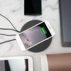 Nomad Hub USB con Funzione Ricarica Wireless