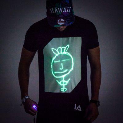 Regali per un Amico o per il Fidanzato - Interactive Glow T-Shirt – magliette interattive