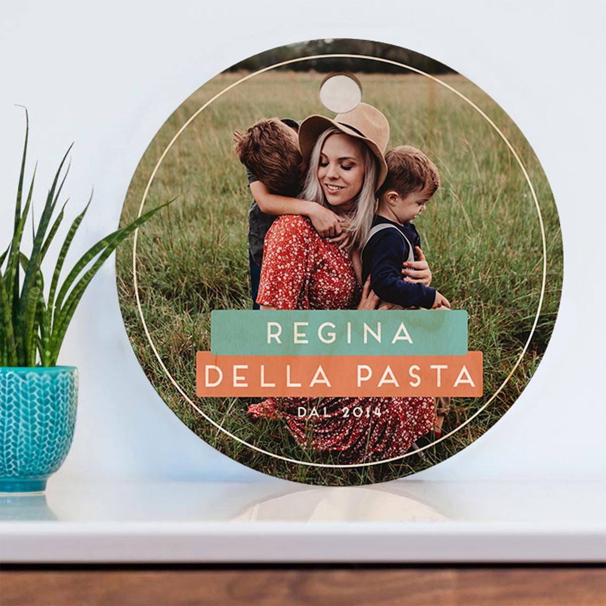 regali per la mamma tagliere in legno rotondo con foto e testo
